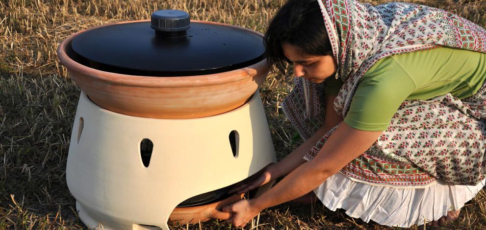 Un simplu cuptor solar transformă apă sărată în apă potabilă